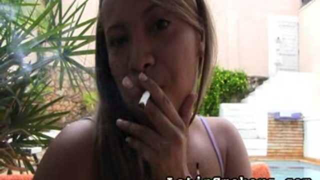 Utter Figured Honey Makes Smoking So Horny