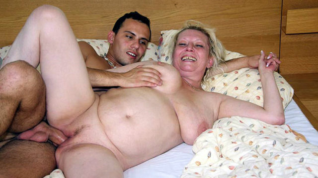 Lusty Granny Slit Shagstared
